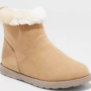 """NWOT """"Haiden"""" Girls Faux Fur Top Boots 13"""